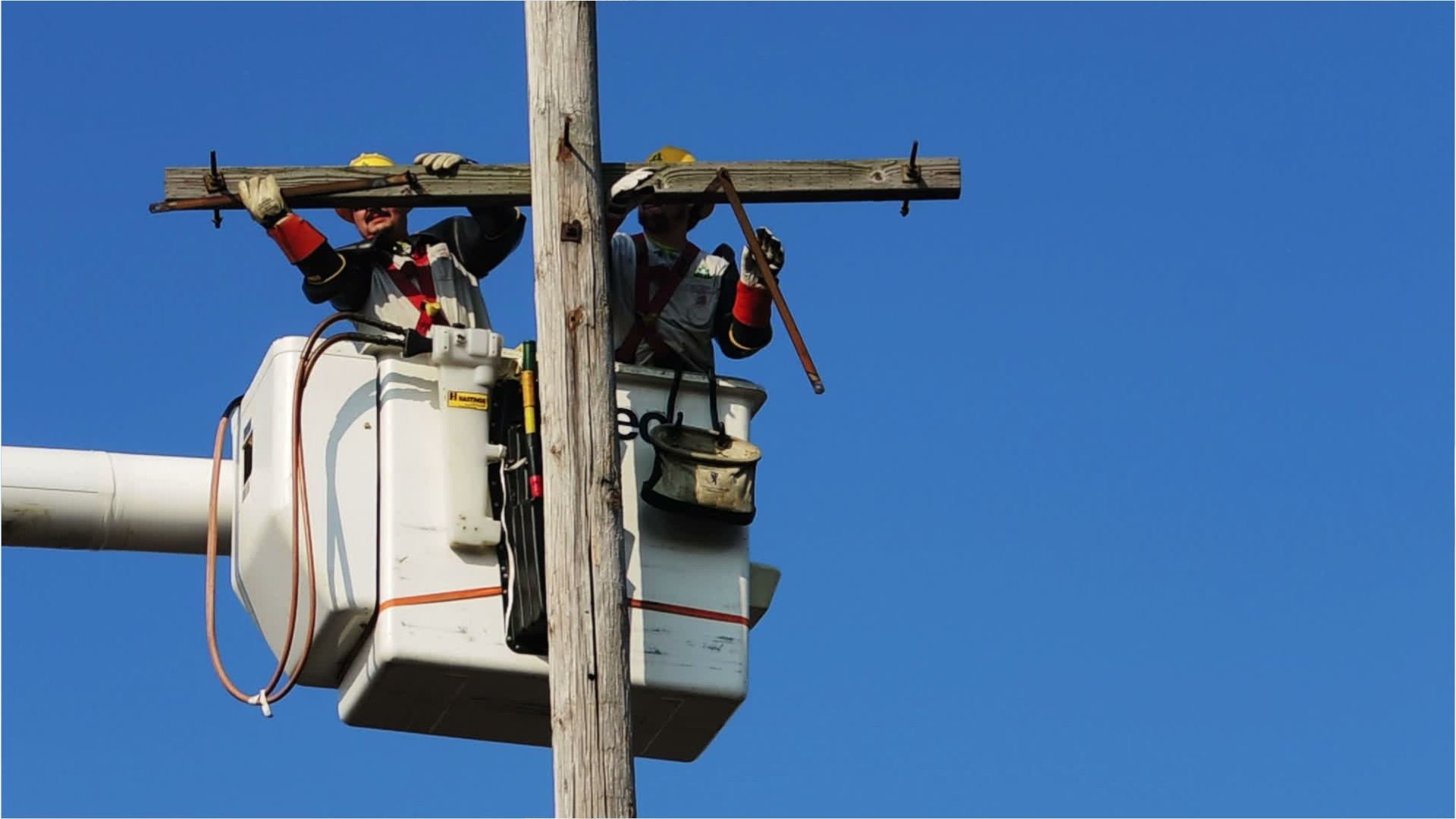 Electrical power-line installers and repairers pics